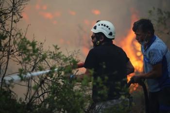 Muğla Büyükşehir Belediyesi 1257 Personeliyle Yangınlarla Mücadele Ediyor