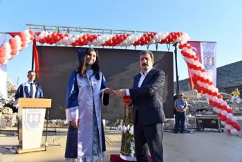 Tarihin ilk tıp okulunda 2 bin yıl sonra diploma töreni