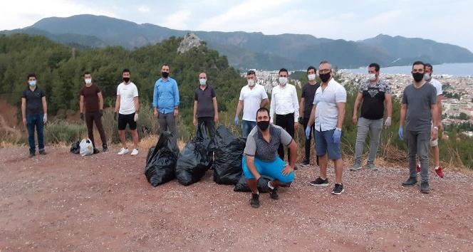 AK Partili gençler Marmaris'te çevre temizliği yaptı