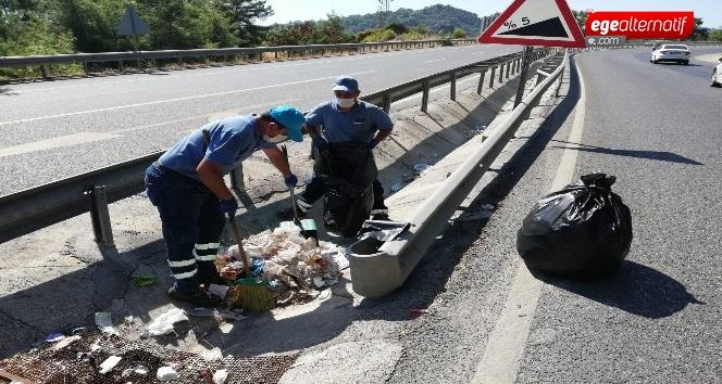 Belediye ekipleri onlarca torba çöp topladı