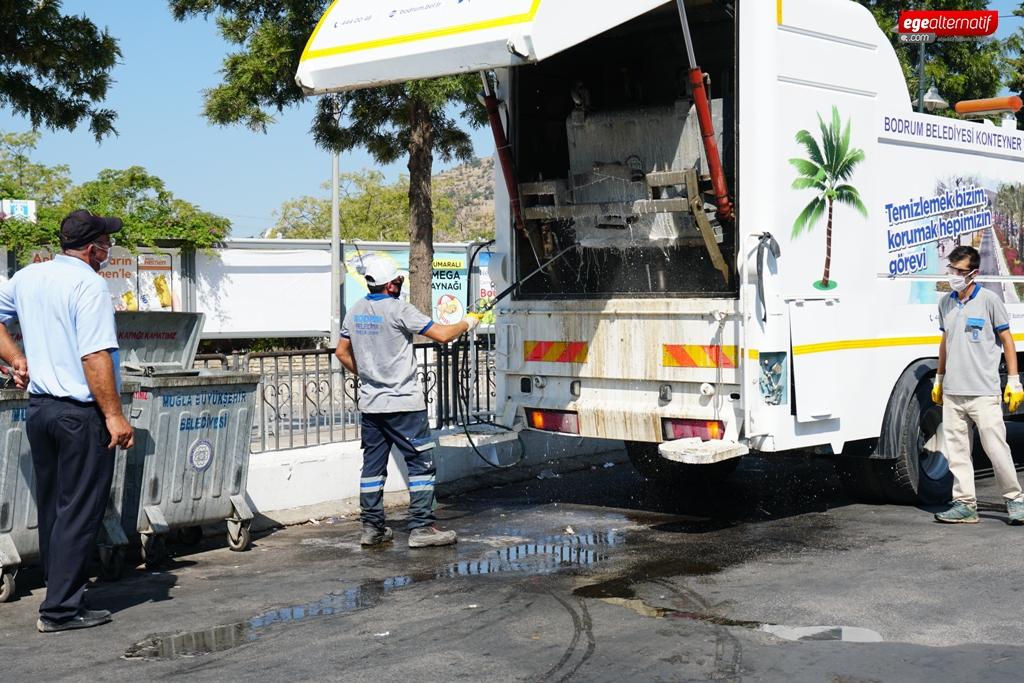 Bodrum'da  çöp konteynerleri dezenfekte ediliyor