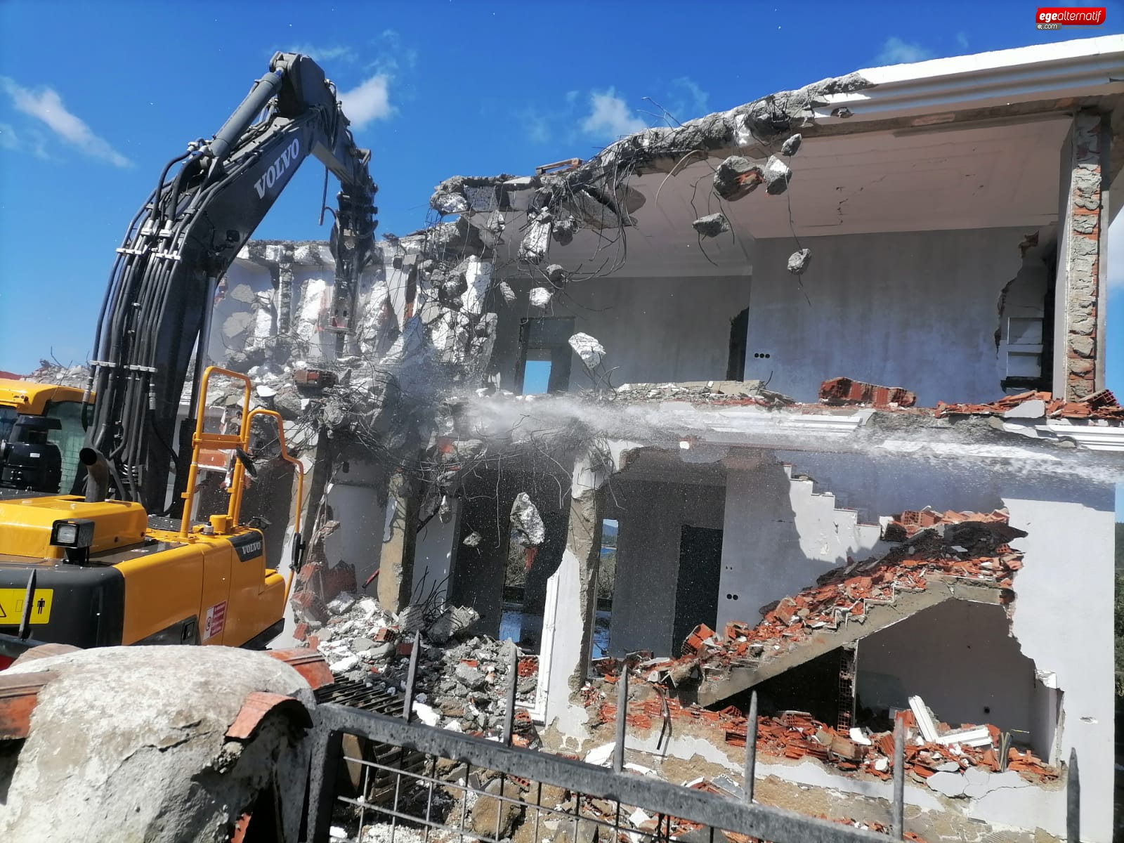 Bodrum'da yıkımlar sürüyor!
