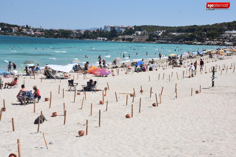 Çeşme'de bayram tatilini uzatanlar Ilıca Plajı'nı doldurdu
