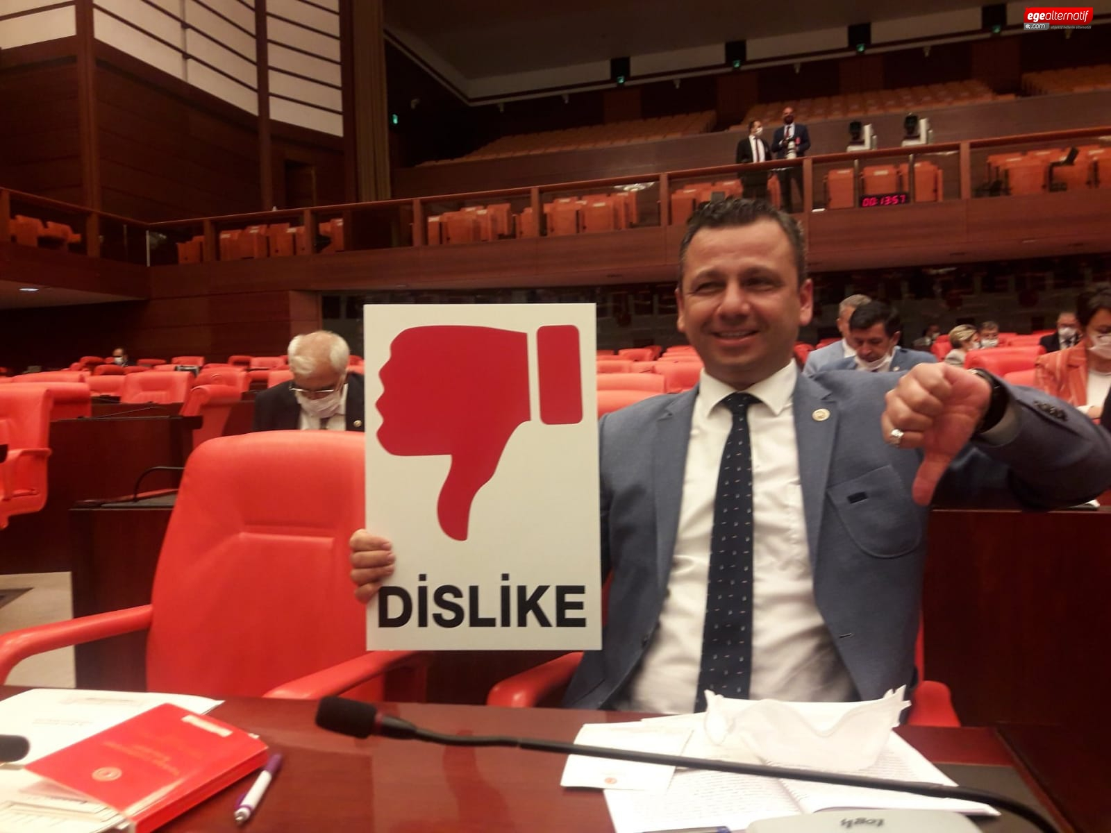 CHP'li Erbay: Gençler OY MOY YOK dedi AKP sosyal medyayı yasakladı