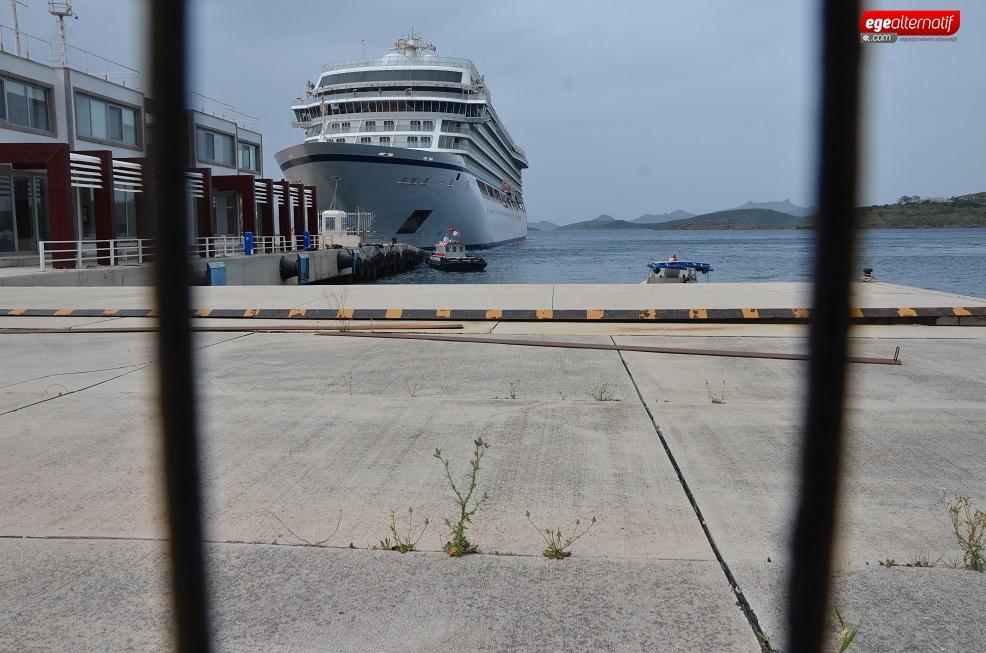 Dev yolcu gemisi Bodrum'a demir attı!