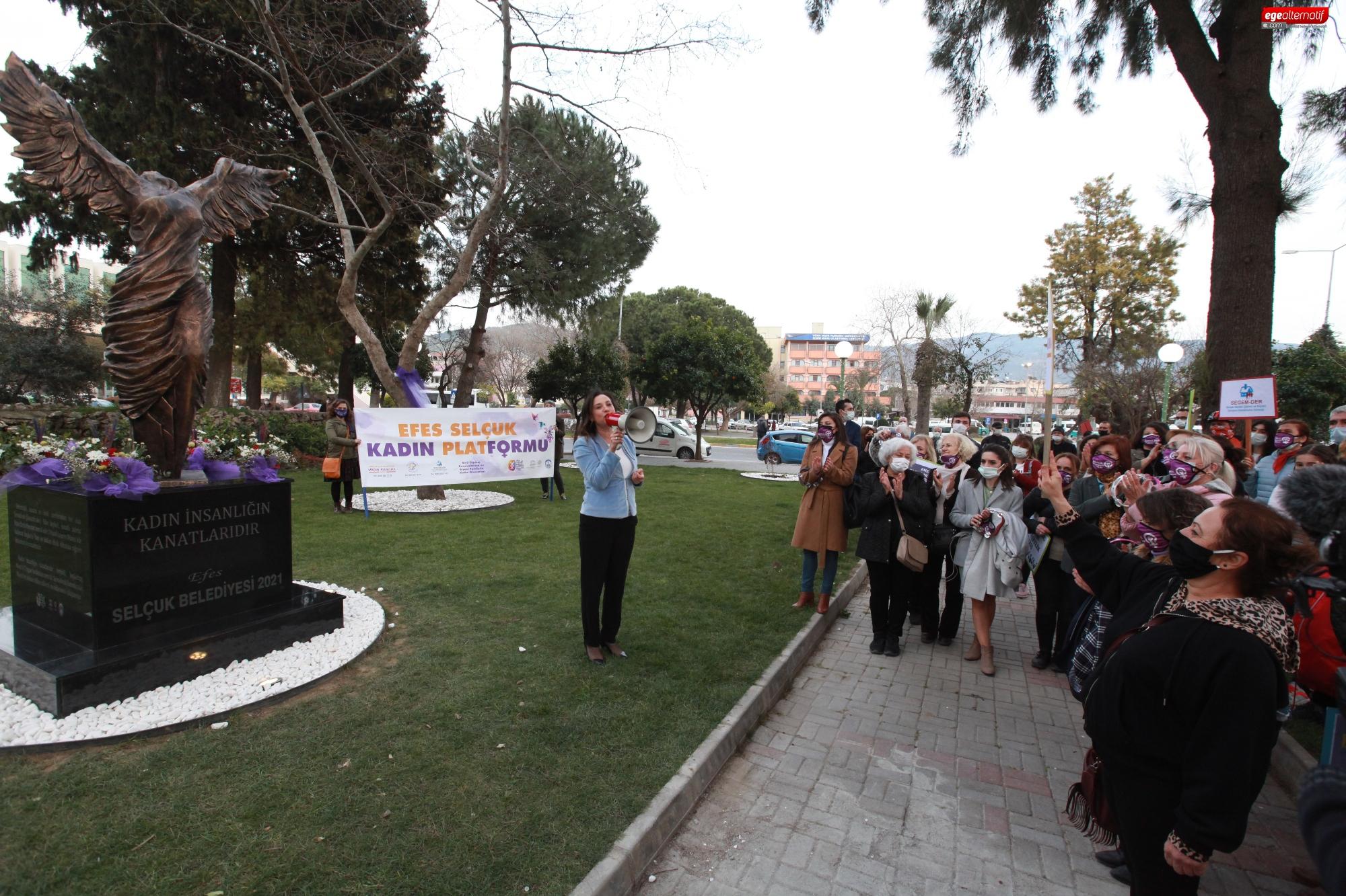 Efes Selçuk'ta Nike anıtı açıldı: Kadın insanlığın kanatlarıdır