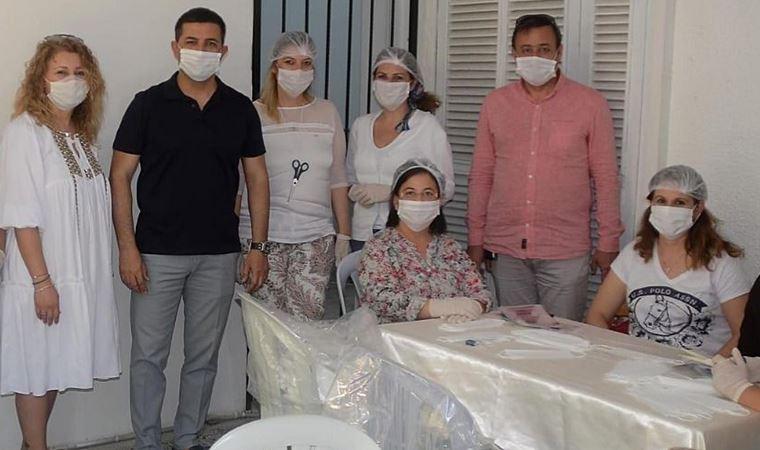 Kuşadası'nda kadın emeği ile 305 bin maske üretildi