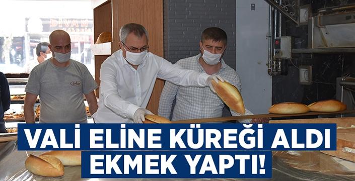 Manisa Valisi Ahmet Deniz eline küreği aldı, ekmek yaptı!