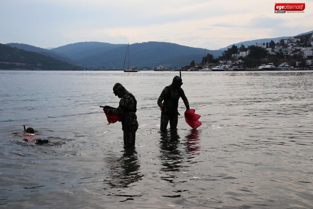 Türkbükü'nde deniz dibi temizliği yapıldı
