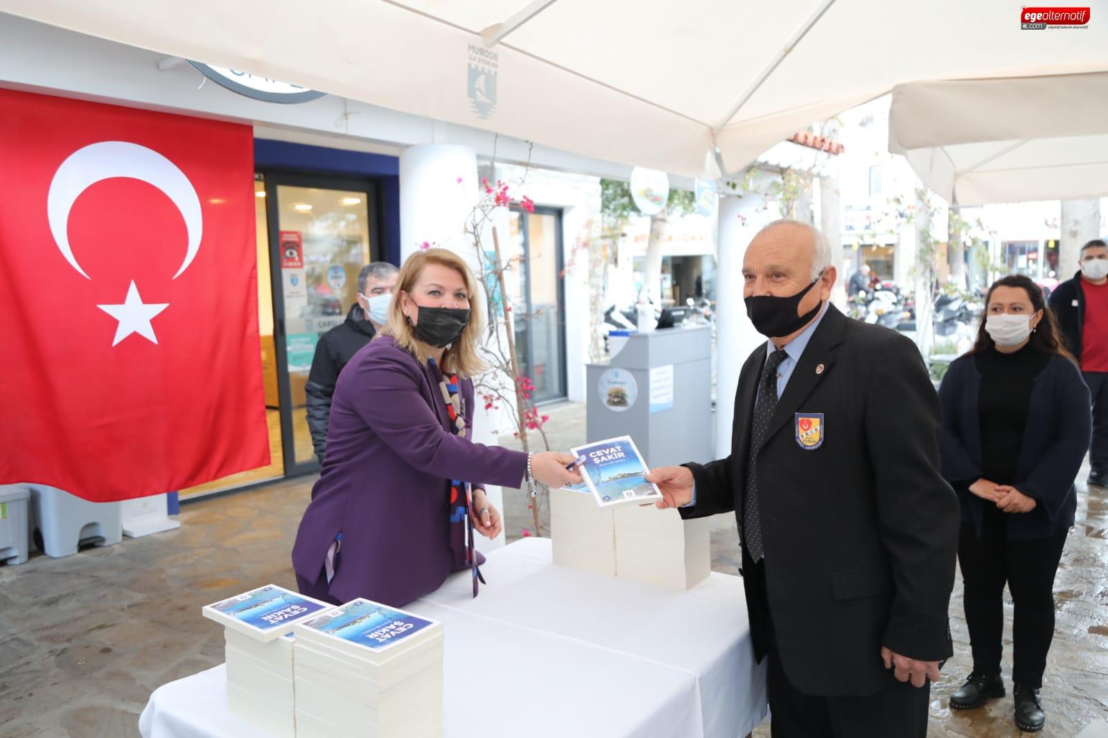 Yaşlılara saygı haftası'nda Kitap hediye edildi
